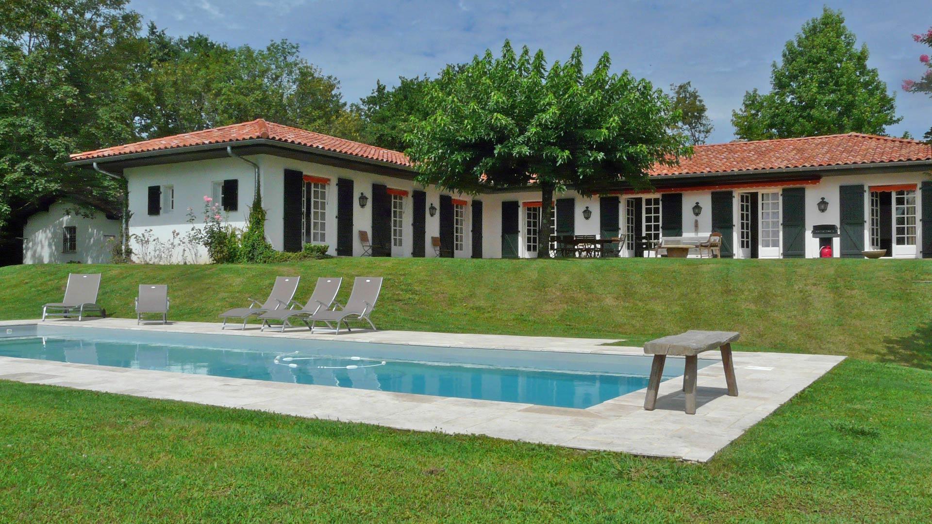 Villa de caractere renovee avec piscine chauffee maison - Location maison sud ouest piscine ...