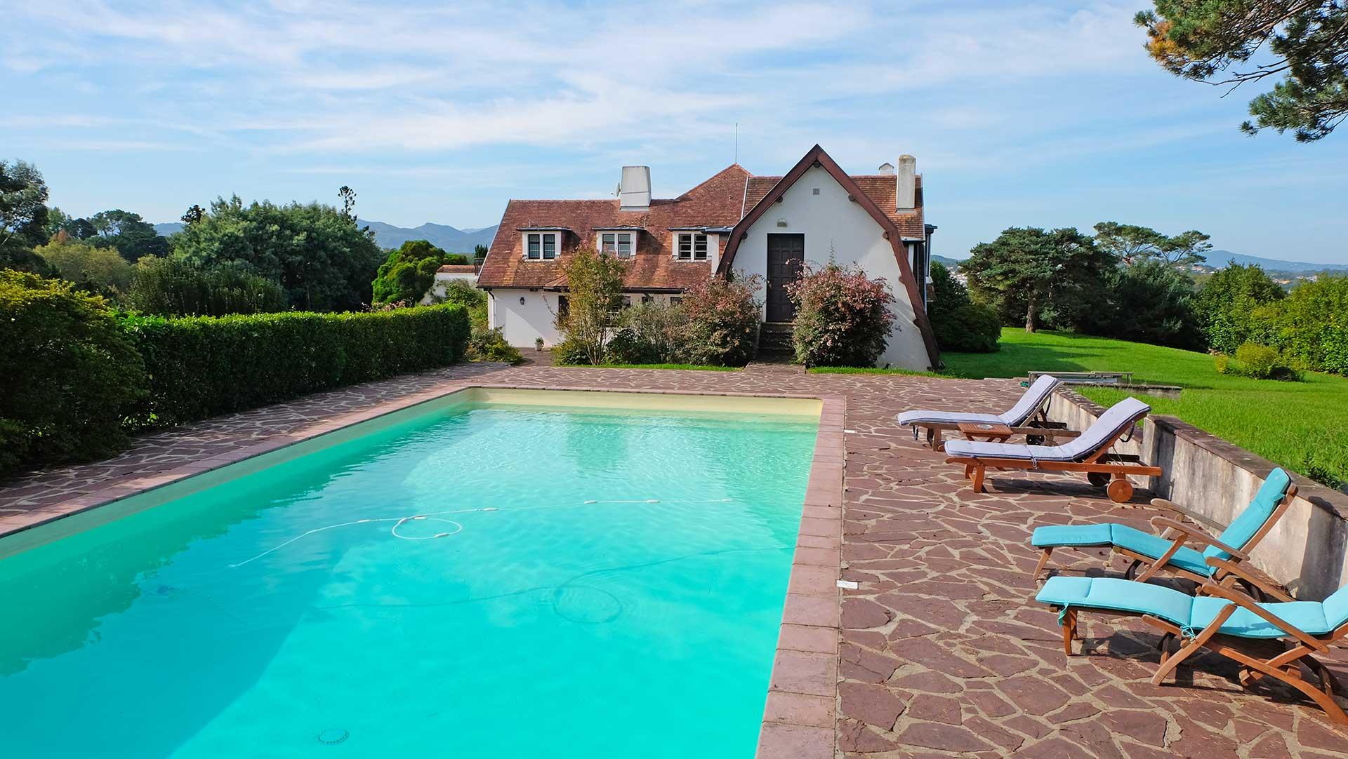 Quartier de saint joseph belle propriete d environ 500m2 - Location maison sud ouest piscine ...